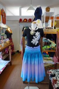 DSC04560.「MAKANA ALOHA」綺麗なグラデのパウスカートがおすすめ!JPG